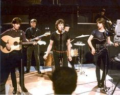 1960-1969 The HOLLIES color group concert classic photo (Musicians)