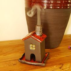 Clay Houses, Ceramic Houses, Diy Clay, Clay Crafts, Ceramic Plates, Ceramic Art, Halloween Candy Crafts, Incense Burner, Burning Incense
