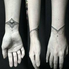 """702 Likes, 28 Comments - Mini Tattoo's  Cute Tattoo (@mini.tattoos) on Instagram: """" Sigam: Artista @fideltelestattoo  #tattoo #tattoos #tatuagem #tatuagens #bodyart #tattooed…"""""""