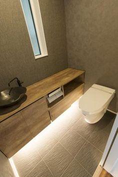 トイレ Wc Design, Toilet Design, House Design, Toilet Tiles, Ideas Baños, Dental Office Design, Japanese House, Modern Bathroom Design, Bathroom Styling