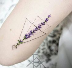 96 Simple Small Beautiful Tattoos for Women Tattoos Mandala, Tattoos Geometric, Forearm Tattoos, Flower Tattoos, Body Art Tattoos, New Tattoos, Cool Tattoos, Tatoos, Small Geometric Tattoo