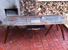 Skrivebord af gamle gulvbrædder med finish i skibslak