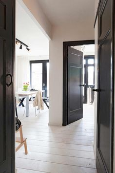 back doors-interior design-decoration-decor Dark Interiors, Shop Interiors, Black Trim Interior, Black Baseboards, Black Doors, The Design Files, Home Decor Trends, Interior Design Living Room, Home And Living