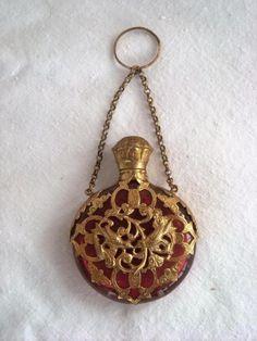 Antico Ruby Red dorati in bronzo dorato Mount Chatelaine PROFUMO c1880 Profumo Bottiglia