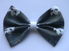 Bow measures approx. 4 1/2 to 5 inches across and is secured on a partially lined, double pronged alligator clip, with a non-slip grip.    See