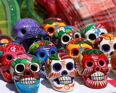 Day of the Dead Skulls. Familiarize yourself with Day of the Dead Art with particular focus on the skulls and skeletons that are so common. Sugar Skull Meaning, Jorge Gonzalez, Mexican Art Tattoos, Colorful Skulls, Paint Your Own Pottery, Day Of The Dead Skull, Skull Decor, Skull Fashion, Skull And Bones