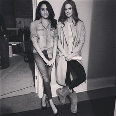 Suits costars and best friends Meghan Markle and Sarah Rafferty posed together while shooting the last episode. Suits Tv Series, Suits Tv Shows, Estilo Meghan Markle, Meghan Markle Style, The Tig Meghan Markle, Meghan Markle Instagram, Patrick J Adams, Donna Paulsen, Suits Quotes