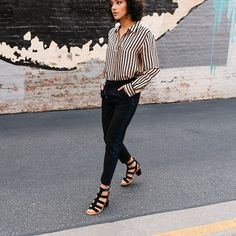 sagiakos.grWe have the answer to the  🕒day-to-night struggle.. Choose MACAYLA strappy leather block heels for powerful look! #UGG #sagiakosgr #ss18 #shoelovers #summeressentials #womenshoes #heelsandals