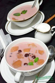 Reteta Supa de visine cu gutui.Prepara Supa de fructe.Reteta supa de visine o reteta traditionala maghiara.Cum se prepara supa de visine, supa de fructe Soul Food, Food To Make, Panna Cotta, Soup, Tasty, Sweets, Baking, Ethnic Recipes, Desserts