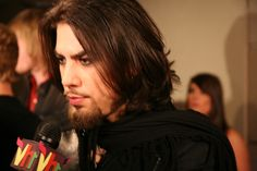 Dave Navarro usually has great hair. The problem is finding a good picture of it online