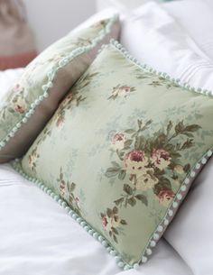 DIY pom pom pillow (no tutorial, just pic/inspiration)