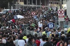 Vista da entrada do estádio do Morumbi na abertura dos portões para o show de Roger Waters em São Paulo, que aconteceu neste domingo (1/4/12)