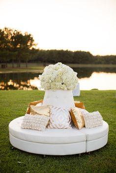 white and gold reception decor #receptiondecor @weddingchicks