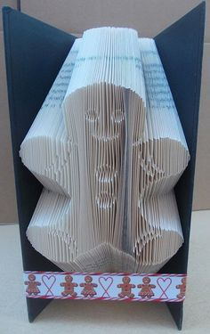 Book folding pattern for a Gingerbread man ~ Christmas ~ +Free tutorial