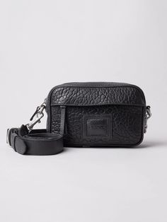 A camera bag in clean modern design. Made from high-quality leather. Carry On, Jade, Modern Design, Classic, Leather, Collection, Black, Black People, Hand Luggage