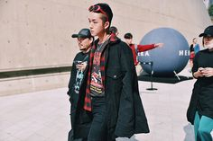 seoul-fashion-week-ss17_day2_streetstyle_fy1