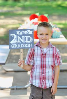 Ideas for a Back-to-School Picnic with Free Printable Photo Prop