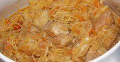 Ingrediente: 400 g de carne de vită (sau porc) 1 kg de varză proaspătă 2 cepe 1 morcov 2 roşii piper negru macinat sare ulei verdeaţă Mod de preparare: 1.Carnea se taie cuburi. 2.Într-un vas cu ulei bine încins, se prăjeşte carnea până se rumeneşte. 3.Se adaugă ceapa tăiată felii şi se înăbuşă 8 minute. …
