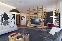 Стеллаж с телевизионной нишей в современном молодежном интерьере кухни-студии