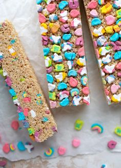 These lucky charms rice krispie treats are a throwback recipe to one of my favorite childhood treats Here s a little festive twist for Saint Patrick s Day Lucky Charms Marshmallows, Mini Marshmallows, Buchi Recipe, Chinese Food Menu, Reis Krispies, Lucky Charms Cereal, St. Patricks Day, Saint Patricks, Rice Recipes For Dinner