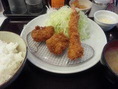 ヒレ&海老フライ定食 ¥790 (ヒレ2枚&海老1本)