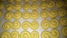 ΜΑΓΕΙΡΙΚΗ ΚΑΙ ΣΥΝΤΑΓΕΣ: Κουλουράκια πορτοκαλιού !!! Sausage, Good Food, Cookies, Desserts, Blog, Recipes, Kuchen, Crack Crackers, Tailgate Desserts