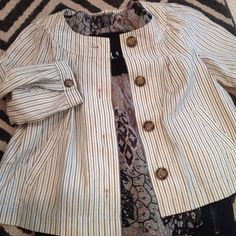 Cute swing jacket by Gap Lightweight Gap Crop Jacket with pockets. Just right for Jeans as you run out the door. Cute as button on. GAP Jackets & Coats