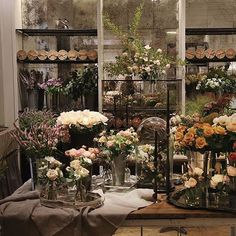 Beyond excited that @putnamflowers has opened a floral shop with @clubmonaco. Check it out at 160 5th Ave. ♡ ♡ ♡
