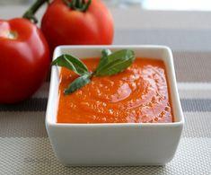 Pratik Domates Sos Malzemeler: 5 yemek kaşığı domates salçası 1 tatlı kaşığı kuru nane Yarım tatlı kaşığı kimyon 1 yemek kaşığı zeytinyağı 2 yemek kaşığı su Hazırlanışı: Tüm malzemeleri sosu pişireceğiniz tencereye alın. Kısık ateşte pişirin. Soğuyunca servis kasesine alın, ceviz ve maydanozla servis yapın. Afiyet olsun.