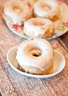 baked cinnamon bun donuts with Vanilla Cream Cheese Glaze!
