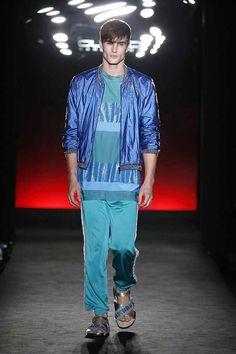 Del brillo a las transparencias y de los detalles gráficos a los tejidos de red, Custo Barcelona hizo la presentación de su colección Spring-Summer 2018 en la 080 Barcelona Fashion