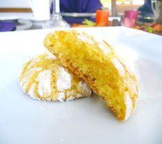 Honey Lemon Cookies from luxuryrecipes.blogspot.com