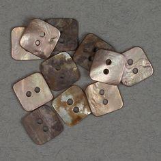 Perlemor firkantet beige 12x12mm - Perlemor - Knapper