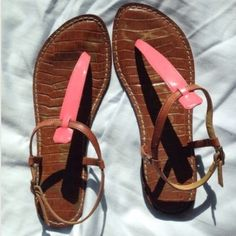 Sam Edelman Gigi leather thong sandal tan pink Great condition! Some wear down on heels from walking. So comfy. Perfect for spring break Sam Edelman Shoes Sandals
