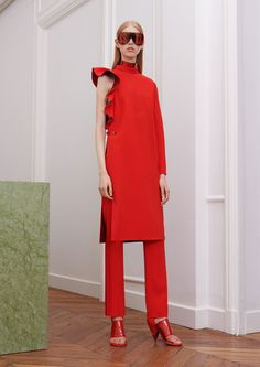 Givenchy Fall 2017 Ready-to-Wear Fashion Show sly but effective. Will they sell it? Remember beautiful and modern collections after the departure of McQueen. They were creative TBH