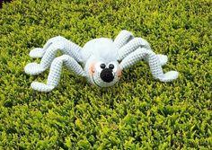 Jetzt gratis eine schöne Spinne häkeln. Sie ist sehr freundlich ++ tatsächlich auch total kuschelig. Häkle Dir jetzt eine ganz besondere Deko. Viel Spaß.