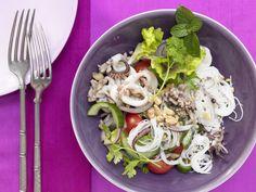 Calamari-Salat mit Reisnudeln - nach Thai-Art mit Schweinehack - smarter - Kalorien: 558 Kcal - Zeit: 1 Std. 15 Min.   eatsmarter.de