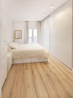 Dormitorio principal todo en blanco