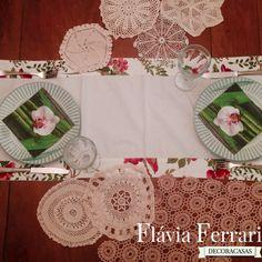 passadeira com toalhinhas de crochê