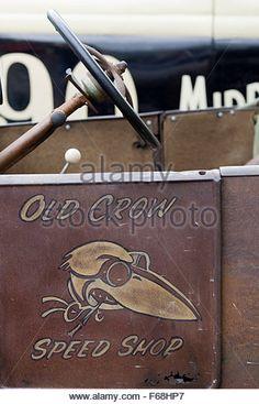 old crow speed shop - Recherche Google Door Signage, Truck Paint, Shop Truck, Car Logos, Pinstriping, Nose Art, Shop Logo, Dream Garage, Old Trucks