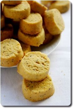 Petits sablés apéritif au safran, parmesan et graines de pavot