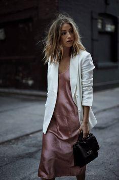 Pink slip dress with white blazer street style Slip Dress Street Style, Look Street Style, Street Styles, Street Style Dresses, Style Work, Mode Style, Slip Dress Outfit, Dress Outfits, Dress With Blazer