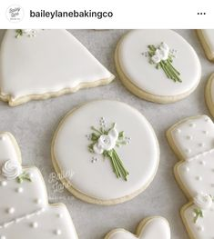 Loving bouquets lately! Fancy Cookies, Iced Cookies, Royal Icing Cookies, How To Make Cookies, Sugar Cookies, Wedding Sweets, Wedding Cookies, Wedding Cake, Cookie Bouquet