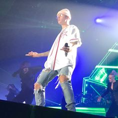 Sorry Not Sorry: Justin Bieber Drops The Mic, Storms Off Stage On Screaming Fans - http://oceanup.com/2016/10/24/sorry-not-sorry-justin-bieber-drops-the-mic-storms-off-stage-on-screaming-fans/