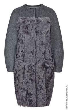 Купить или заказать Пальто из меха овчины и шерсти в интернет-магазине на Ярмарке Мастеров. Стоимость указана за пошив, без учета стоимости материалов. Комбинированное пальто из меха овчины и пальтового кашемира, на подкладке. Прилегающего силуэта, слегка зауженное к низу, с карманами в швах, кокетка по лифу и спинке и рукава - выполнены из ткани.