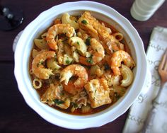 If you want to serve a special lunch for your family this is undoubtedly an excellent option! Cod cooked with the delicious shrimp taste. How To Prepare Pasta, Fish Recipes, Great Recipes, Elbow Pasta, Baked Cod, Portuguese Recipes, Portuguese Food, Cod Fish, Shrimp