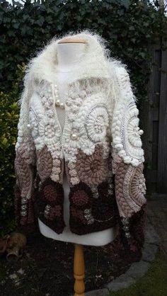 Fast fertig..   - Winterkleidung - #Fast #fertig #Winterkleidung Crochet Coat, Crochet Fabric, Crochet Jacket, Freeform Crochet, Crochet Shoes, Crochet Cardigan, Crochet Scarves, Crochet Clothes, Irish Crochet Patterns
