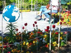 """Frühling International in Würzburg: Verschiedene Länder und kulturelle Vereine mit typischem Essen, Musik und Tanz. Übrigens gibt es auf dem neuen Landesgartenschaugelände am Hubland bis zum 10. Mai 2018 noch eine Foto-Ausstellung zu """"20 Jahre Frühling International""""."""