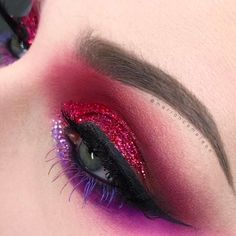 Marion Cameleon shows us how talented she is once again, this time using Stargazer Glitter Gothic Makeup, Sexy Makeup, Makeup Inspo, Makeup Art, Beauty Makeup, Makeup Stuff, Makeup Ideas, Brow Mascara, Eyeliner