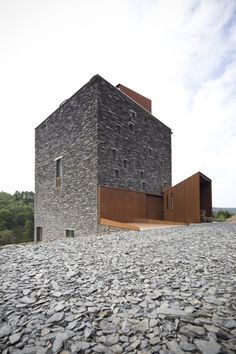 modern minimalist architecture for residences Brick Architecture, Minimalist Architecture, Residential Architecture, Contemporary Architecture, Interior Architecture, Fachada Colonial, Rustic Loft, Stone Facade, Stone Houses